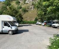 Parcheggio sul lago di Scanno