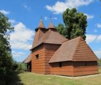 Parcheggio per la chiesa di legno di Tročany